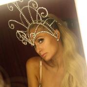 Paris Hilton, et elle vécut malheureuse et eut beaucoup de chihuahuas