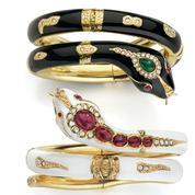 Bracelet serpent, bague Balance : ces bijoux à l'honneur de l'expo