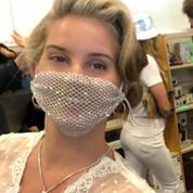 Le masque en maille de Lana Del Rey déçoit ses fans