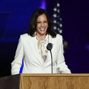 Kamala Harris et son costume blanc, tout un symbole sur la scène de Wilmington