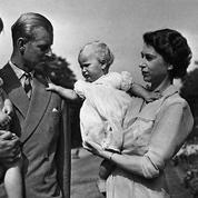 Elizabeth II était trop occupée pour être une mère attentive, soutient le créateur de