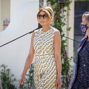 Sans masque, Melania Trump a voté en robe Gucci et escarpins Louboutin