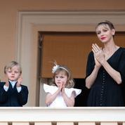 Tulle, dorures et bleu glacé :Albert II et Charlene de Monaco dévoilent leur carte devœux d'un autre temps