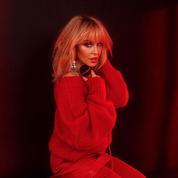 Gigi Hadid, Kylie Minogue, Monica Bellucci... Elles déclinent la frange à l'envi