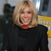 En images, Brigitte Macron met ses talents d'actrice au service des Pièces jaunes
