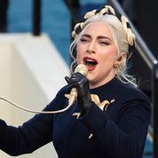 Tresse, broche oiseau... Pourquoi Lady Gaga semble tout droit sortie de