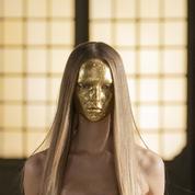 Chez Valentino, le visage se pare d'un masque pailleté