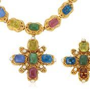 La plus grande cliente et amie de Karl Lagerfeld met ses bijoux Chanel aux enchères