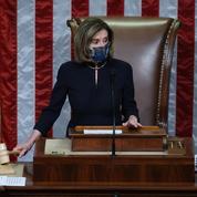 Nancy Pelosi ressort sa petite robe noire
