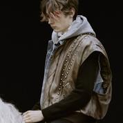 Ils sont les seigneurs du château : les chevaliers en sweat de Celine défilent à Chambord