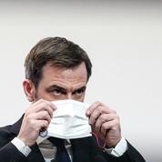 Olivier Véran, torse nu pour se faire vacciner, met la Toile en émoi