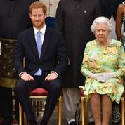 La pacificatrice : Elizabeth II s'apprête à parler au prince Harry
