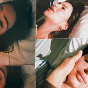 Emily Ratajkowski publie des photos de son accouchement, épuisée, délivrée