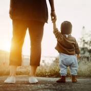 Hashtag #RegretMaternel : quand les mères aimeraient faire machine arrière