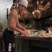 Romeo Beckham, l'homme qui cuisinait torse nu et en Crocs