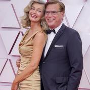 Aaron et Paulina, le couple quinqua qui rallume le feu sur le tapis rouge des Oscars