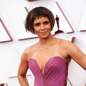 Moquée pour son carré frangé aux Oscars, Halle Berry réagit en