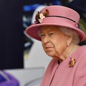 Plus seule que jamais pour son anniversaire, la reine Elizabeth II rend hommage à son défunt époux