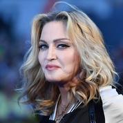 En vidéo, Madonna et son petit ami de 26 ans vus échangeant un sulfureux baiser