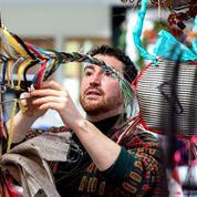 Enzo Mianes, artiste tisseur de crin, au galop dans le chaos