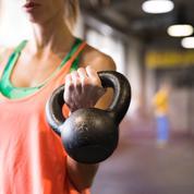 La kettlebell, l'accessoire ultime qui muscle tout le corps