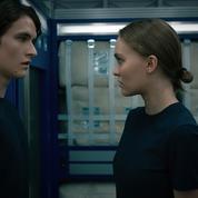 Lily-Rose Depp et Colin Farrell embarquent pour une épopée spatiale chaotique dans