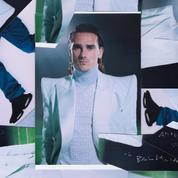Antoine Griezmann bouscule l'image du footballeur avec sa veste à épaulettes géantes