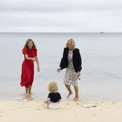 En photos, Jill Biden et Carrie Symonds s'offrent une sortie à la plage avec le bébé des Johnson