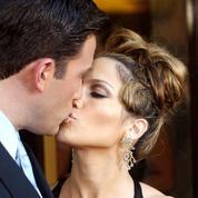 Pour ses 52 ans, Jennifer Lopez partage un cliché de son baiser avec Ben Affleck à Saint-Tropez