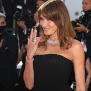 Carla Bruni et sa manucure en soutien à l'équipe de foot italienne sur le tapis rouge de Cannes