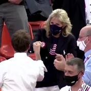Le geste complice d'Emmanuel Macron et Jill Biden lors d'un match de basketball des Jeux Olympiques
