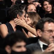 Regards énamourés et baiser volé : Jodie Foster et son épouse Alexandra Hedison au Festival de Cannes