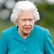 Au Canada, des manifestants déboulonnent une statue d'Elizabeth II