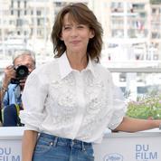 Sophie Marceau, en jean et chemise blanche, ou le choix de l'indémodable pour le photocall de Cannes