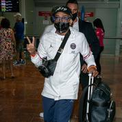 Le président du jury du Festival de Cannes, Spike Lee, arrive à l'aéroport de Nice en survêt' du PSG