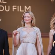 Virginie Efira, grande prêtresse dorée en état de grâce sur les marches de Cannes