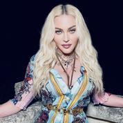 Pour ses 63 ans, Madonna s'éprend des fonds marins en robe Versace