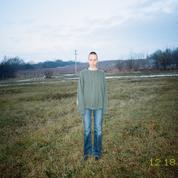 Entre souvenirs idéalisés et dure réalité, la photographe Marie Tomanova livre son expérience d'expatriée