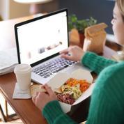 Ce qui se passe dans votre corps quand vous mangez devant un écran