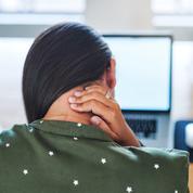 Douleurs au bureau : les exercices à réaliser dans la journée et qui changent tout