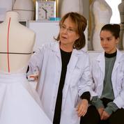 Nathalie Baye et Lyna Khoudri en immersion dans les ateliers Dior pour le film