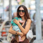 Emily Ratajkowski dévoile enfin le visage de son bébé Sylvester