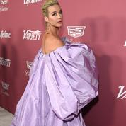 L'arrivée majestueuse de Katy Perry dans une robe montgolfière lilas