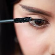 Sait-on vraiment appliquer du mascara ? Une vidéo TikTok sème le doute