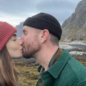 En photos, la lune de miel de Lily Collins en pleine forêt scandinave