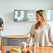 """""""Il est complètement largué, en fait"""" : ces couples qui se découvrent professionnellement en télétravail"""