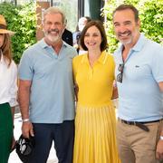 Très amoureux, Jean Dujardin et Nathalie Péchalat rencontrent Mel Gibson à Roland-Garros