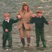 """L'ancienne nounou des princes Harry et William va recevoir """"plus de 100.000 livres"""" de dédommagement"""