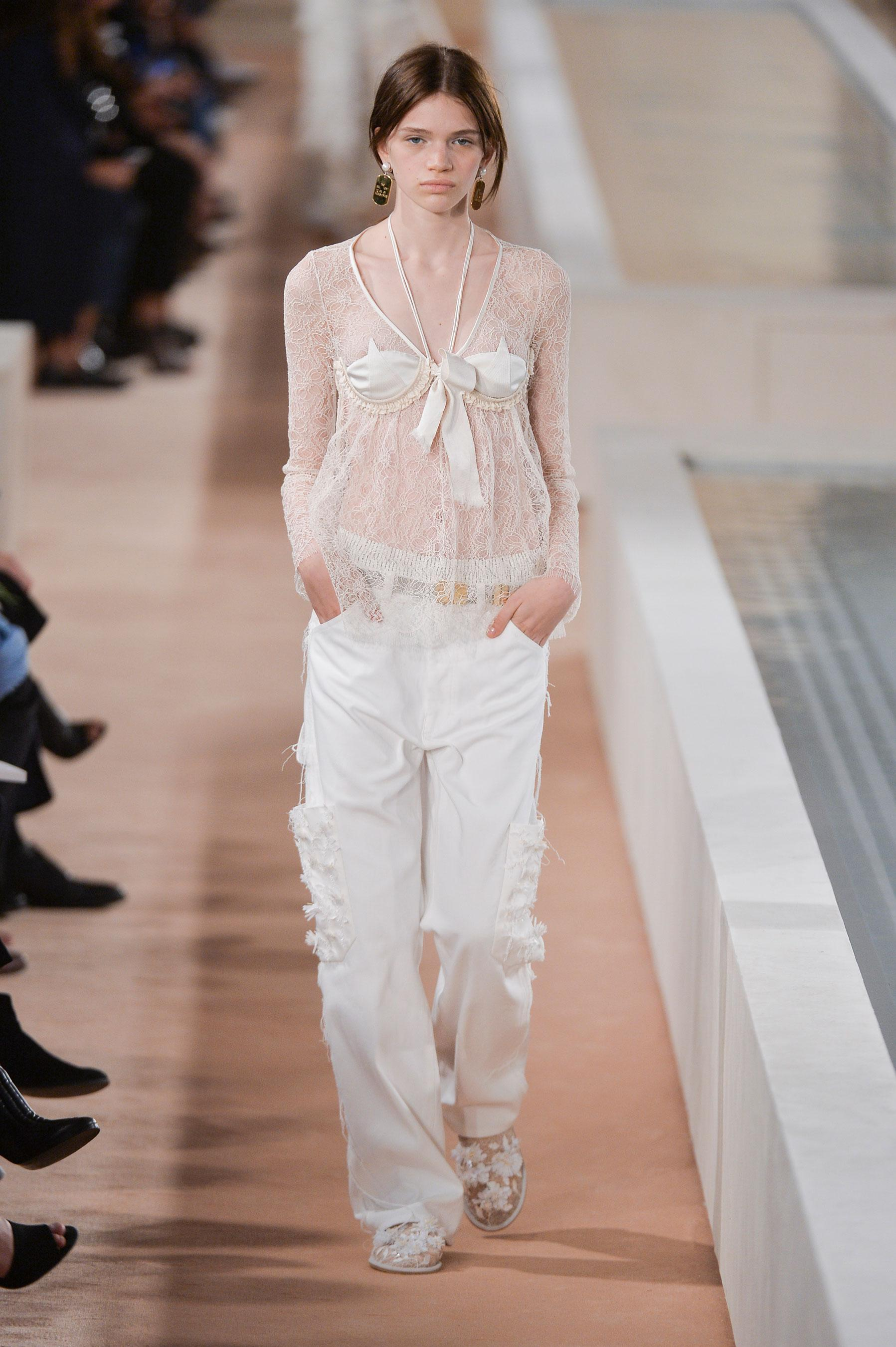 5edf7e67b4 Défilé Balenciaga Printemps-été 2016 Prêt-à-porter - Madame Figaro