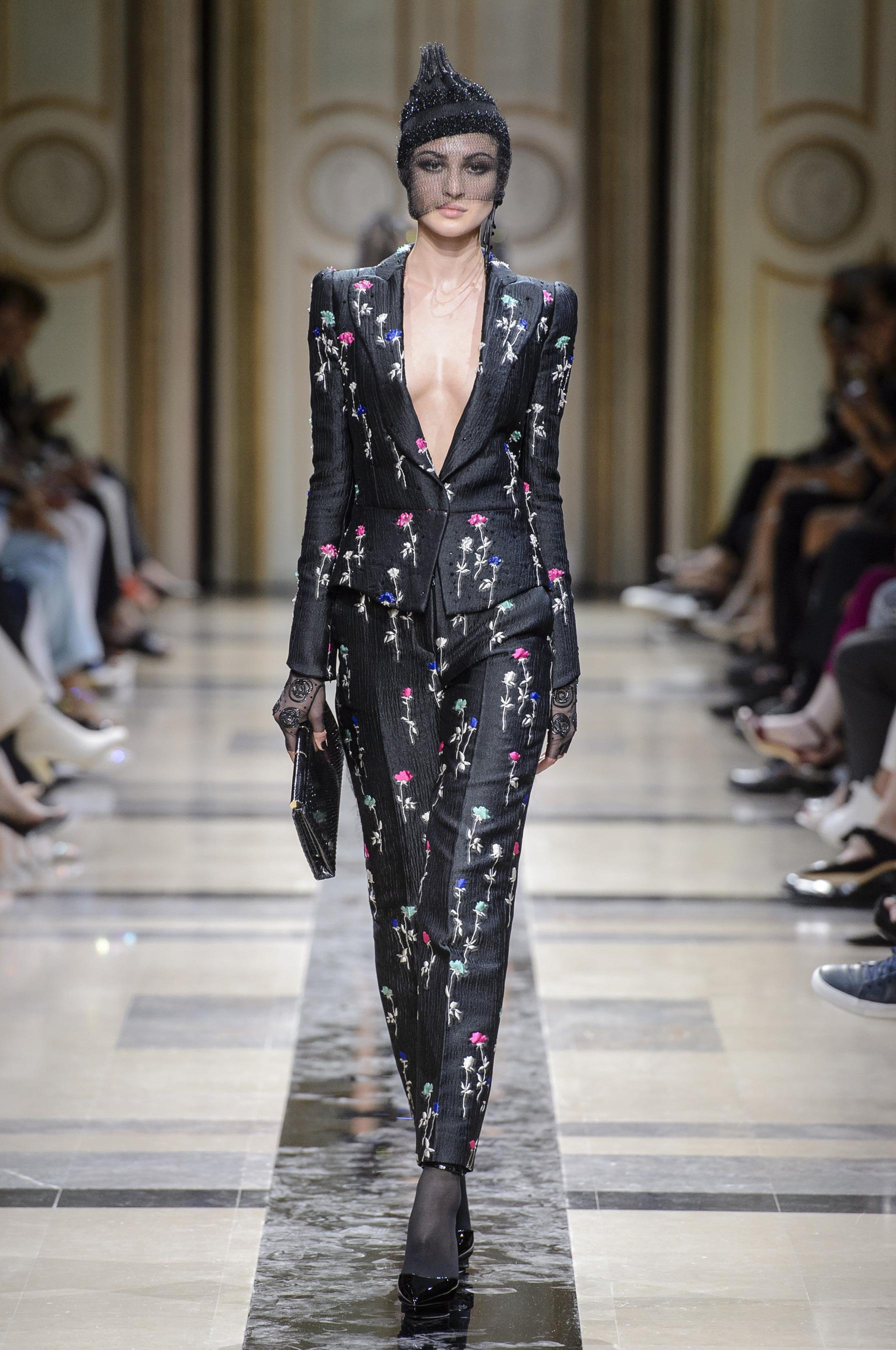 e9c683c5c020fc Défilé Giorgio Armani Privé Automne-hiver 2017-2018 Couture - Madame ...